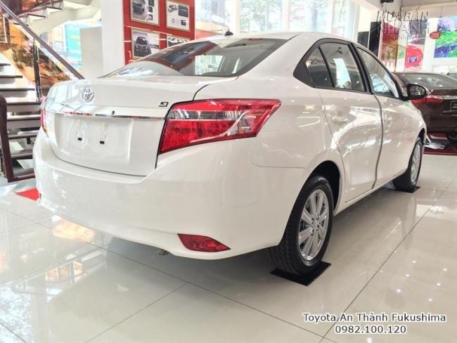 Các mẫu xe Toyota được trưng bày tại showroom đại lý Toyota An Thành Fukushima