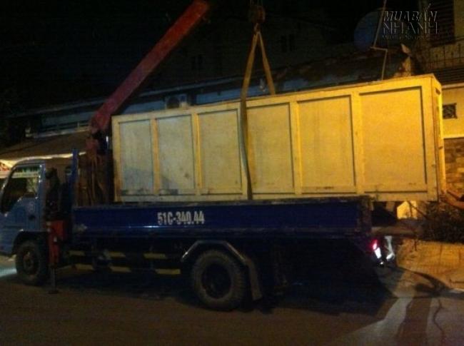 Xe vận chuyển máy in kỹ thuật số đến cho khách hàng của MayInQuangCao.com 1